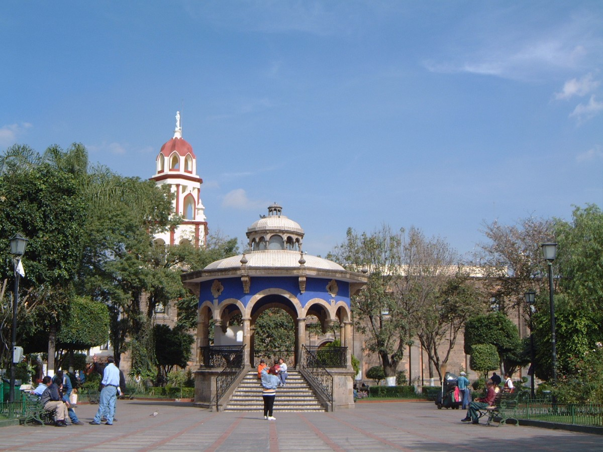 tlaquepaque latin singles Follow the tequila route-cities,guadalajara and tequila towns explore tlaquepaque town full of crafts, color,pottery and folklore and end at famous puerto vallarta, the legendary love destination of hollywood stars, embedded in romance .