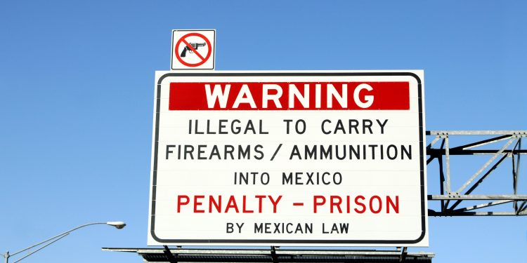 Warning Sign at Mexican Border: No Guns Allowed